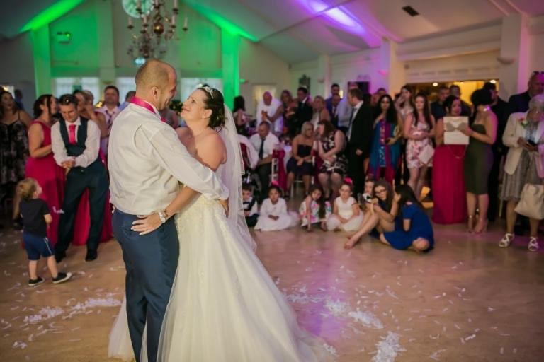 Couple-dancing-at-wedding-reception